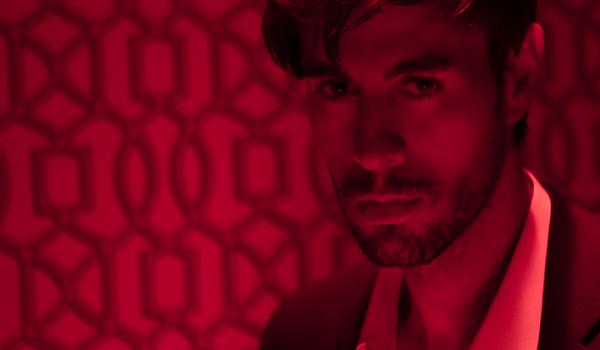 "Enrique Iglesias  Objavio potpuno novi singl ""EL BAÑO"""