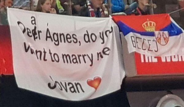 """Srbin """"uz grešku"""" zaprosio djevojku u finalu Mundobasketa"""
