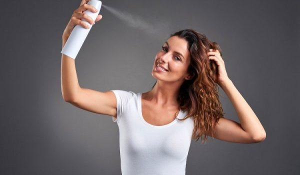 Kako pravilno koristiti lak za kosu?