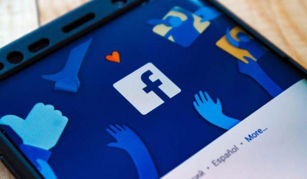 Liam Bot: Facebook chatbot za praznični period