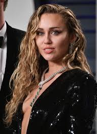 Popularna pjevačica tetovažom proslavila razvod?