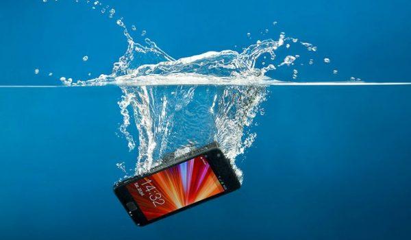 Šta uraditi ako vam je telefon upao u vodu?