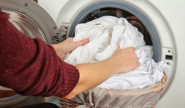 Znate li kako sigurno oprati odjeću u vrijeme koronavirusa?