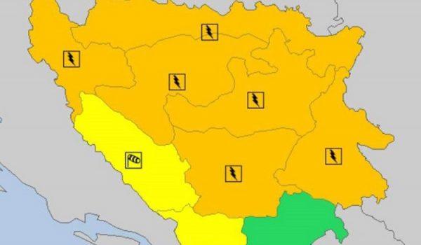 Na snazi narandžasto upozorenje zbog obilnih padavina i jakog vjetra