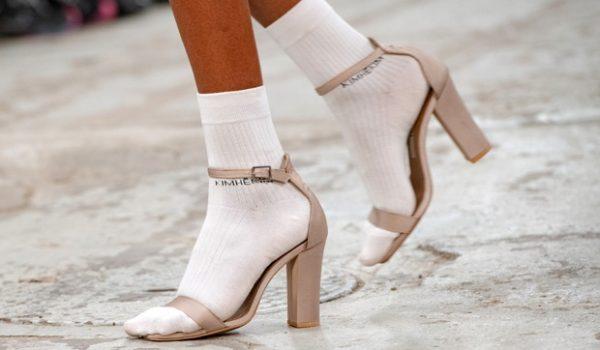 Сандале и сокне су модни тренд, а да ли бисте их носили заједно?
