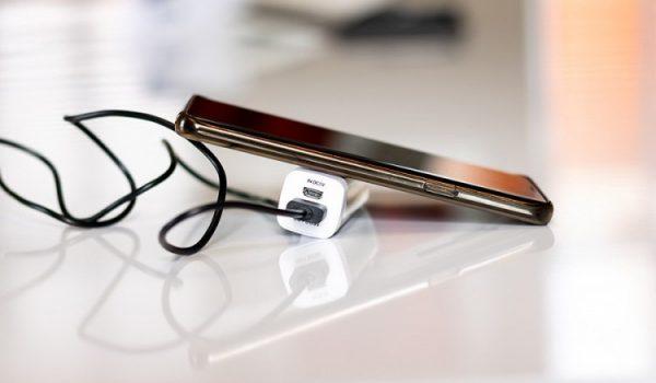 Poslije Iphonea i Samsung možda dođe bez punjača
