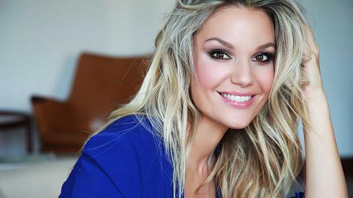 Srbijanska pjevačica Lena Kovačević zaražena koronavirusom