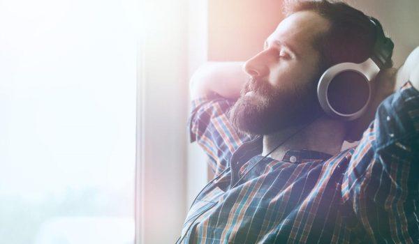 Ova PESMA dokazano smanjuje stres i anksioznost – jeste li je čuli?