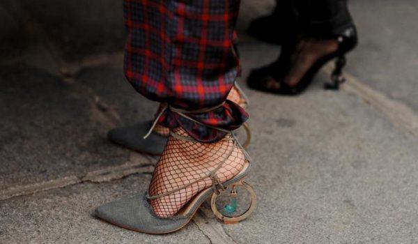 Nega Šminka Sve o kosi U trendu Modni editorijal Transformacije Modni saveti TRENDI JEDAN DETALJ PRETVARA STAJLING U PRAVU MODNU POBEDU: Trik sa sandalama i pantalonama koji će vam vizuelno IZDUŽITI noge