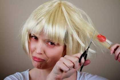 Frizeri otkrili nekoliko trikova pomoću kojih se možete riješiti žvakaće gume u kosi