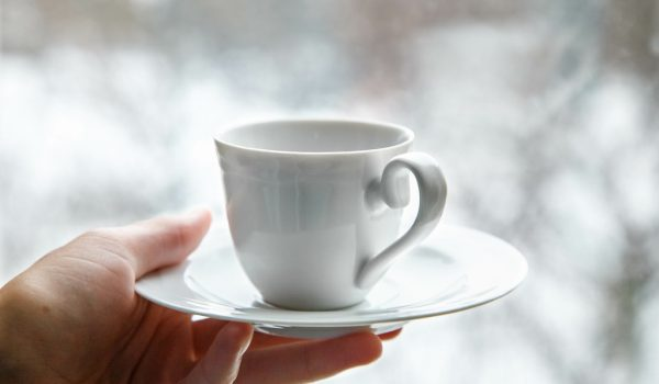 Kako držite šolju kafe? To otkriva nešto ZANIMLJIVO o vama
