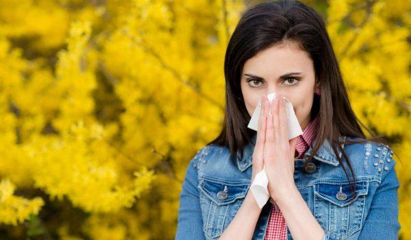 Kako razlikovati simptome COVID-19 od prehlade i alergije?