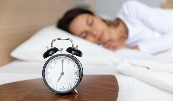 Ovo je idealno vreme za odlazak na spavanje: Zašto je važno da budemo u krevetu pre ponoći