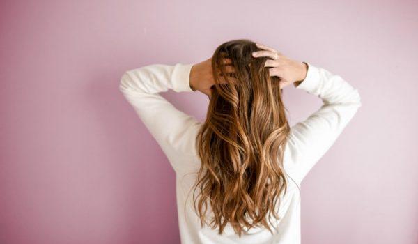 Rešite se zauvek masne kose: Ključ je u 1 sastojku koji svi imamo u kuhinji